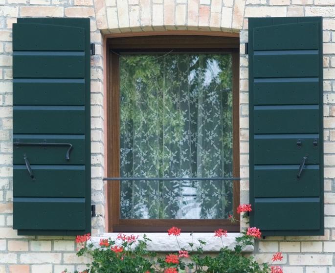 Restauro finestre in legno brescia riparazione restauro - Finestre di legno prezzi ...